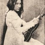 Zitkala_Sa_1898_with_violin