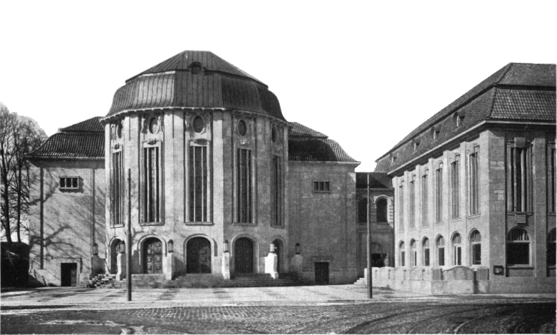 Stadttheater_Bremerhaven_-_Portal_view_with_museum_wing_1910